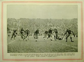 1924 Alabama Crimson Tide football team - Brown on an end run against Tech.