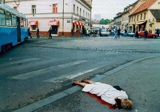 Zagreb rocket attacks - The body of a victim lying on the intersection of Vlaška and Draškovićeva streets