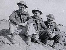 Edwin Galligan, Steven Sykes, Fred Pusey, okcidenta Desert June 1942.jpg