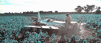 The Aviator (2004 film) - Hughes crashes in a field; screenshot showing the simulated bipack color film used in scenes depicting events before 1935.