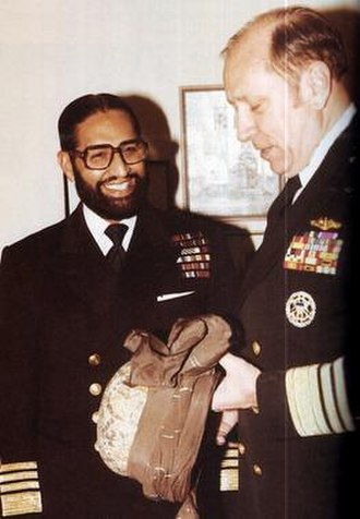 Chairman Joint Chiefs of Staff Committee - Image: Admiral Shariff with US Counterpart Admiral Crowe in the Pentagon