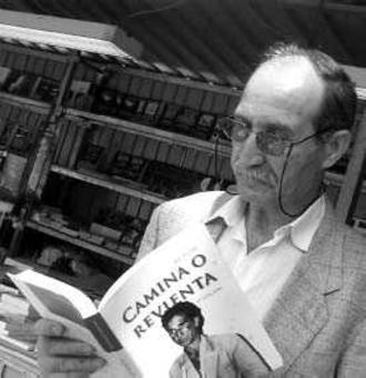 Eleuterio Sánchez - Eleuterio Sánchez holding a copy of his book Camina o revienta (Forge on or Die). Photographer: Luis Jauregialtzo, Argazki Press