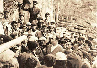 Danilo Dolci - Dolci among the fishermen of Trappeto in 1952
