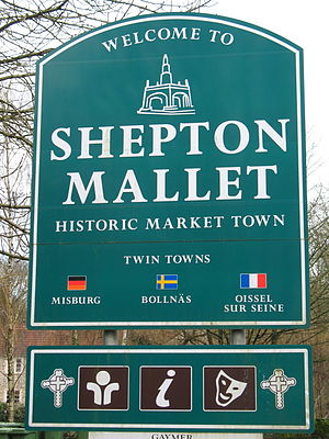 Shepton Mallet - Image: Shepton Mallet town welcome sign