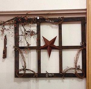 Primitive decorating - Image: Primitive window star decoration