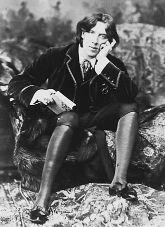Artistic Dress movement - Oscar Wilde in his aesthetic lecturing costume, 1882.  Photo by Napoleon Sarony. Wilde wrote about aesthetic dress movement in his recently rediscovered treatise The Philosophy of Dress.