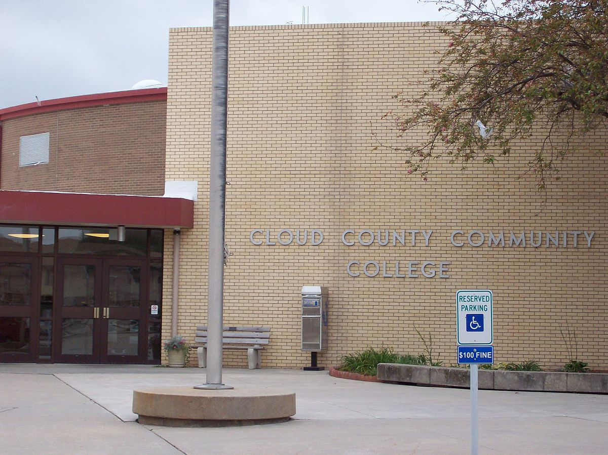 cloud county Cloud county health center in concordia, kan is a general medical and surgical facility.