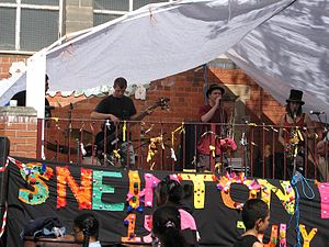 Sneinton - A live band plays in the Hermitage Square in 2007