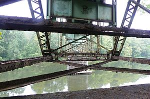 Layton Bridge - Image: See thru steel..