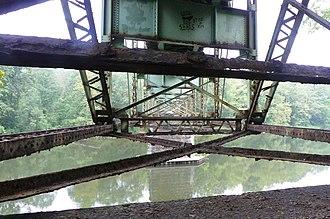 Layton Bridge - Image: See thru steel..