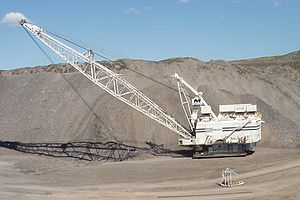 Economy of Queensland - Dragline at the Curragh coal mine