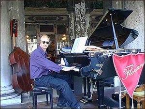 Hugo Heyrman - Dr. Hugo Heyrman playing at the Florian, Venice 1997
