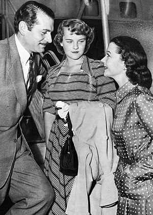 Suzanne Farrington - Farrington (centre) with stepfather Laurence Olivier and mother Vivien Leigh in California in 1950