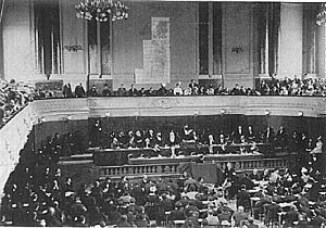 History of Zionism - Theodor Herzl addresses the Second Zionist Congress in 1898.