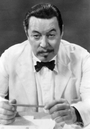 Stereotypes of East Asians in the United States - Warner Oland, a Swedish-American actor portraying Charlie Chan, a Chinese Hawaiian detective.