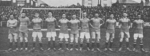1918–19 Brentford F.C. season - Image: 1918 19 Brentford FC team photograph, Griffin Park, London