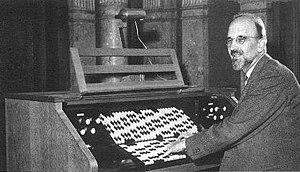 Adriaan Fokker - Adriaan Fokker and his organ in 1950