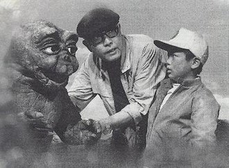 All Monsters Attack - Ishirō Honda gives instructions to Minilla (Marchan the Dwarf) and Ichiro (Tomonori Yazaki), during filming.