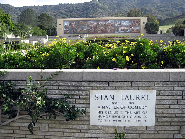 File:Laurel grave.JPG - Wikipedia