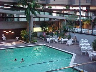 Chateau Aeroport-Mirabel - The former Chateau Mirabel's indoor swimming pool and whirlpool in the atrium