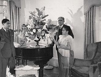 Nissanka Wijeyeratne - Nissanka Wijeyeratne with his parents