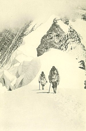Geoffrey Bruce (Indian Army officer) - Image: 1922 Mount Everest expedition, second climbing party descending