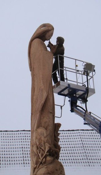 Chainsaw carving - Image: Virgin Mary Schochwitz