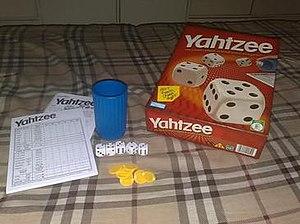 Yahtzee - Image: Yahtzee components