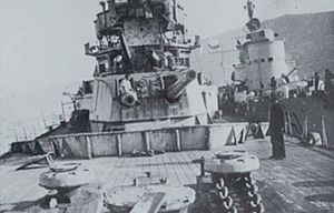 Decima Flottiglia MAS - Wreck of HMS York inspected by the crew of the Italian torpedo boat ''Sirio'', moored alongside