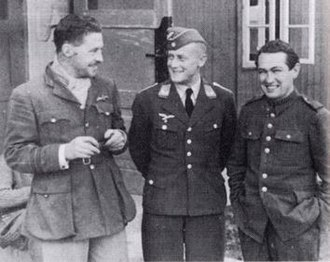 Roger Bushell - From left: Squadron Leader Roger Bushell, Leutnant Eberhardt (German security) and Paddy Byrne (fellow POW)