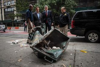 2016 New York and New Jersey bombings - New York City Mayor Bill de Blasio and State Governor Andrew Cuomo tour the site of the Manhattan bombing.