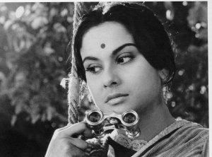 Charulata - Reversal of the gaze, Charulata (Madhabi Mukherjee), sitting on her swing and looking at Amal