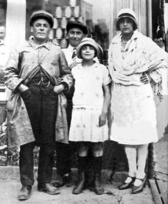 Louis Alphonse Gassion - Louis (far-left) with his daughter, Édith (centre) and ex-wife, Annetta (right).