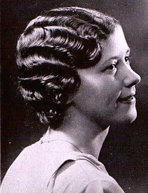Marcelling - Edna Fearon (Liverpool, UK) models the Marcel Wave, circa 1930.
