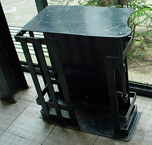 Maison de Verre - Maison de Verres umbrella stand (at the entry) typical of the hand-crafted machine looking interior