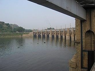 Mettur Dam - Image: Dam Overflow Bridge