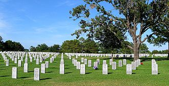 Houston National Cemetery - Gravesites north of the hemicycle