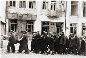 Kamianets-Podilskyi massacre - Jews marched through Kamenets to their execution site on the outskirts of town