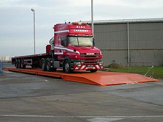 Truck scale - Image: Truck on weighbridge