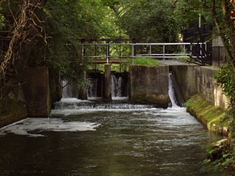 Itchen Navigation - The disused Stoke lock, which now functions as a weir and sluice