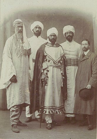 """Dreadnought hoax - (l–r) Adrian Stephen, Robert Bowen Colthurst, Horace de Vere Cole, Leland Buxton and Lyulph """"Drummer"""" Howard, in costume for the Sultan of Zanzibar hoax at Cambridge"""