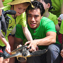 Frederick C. Yeh releases rescued sea turtle back in the ocean with children, Apr 2013.jpg