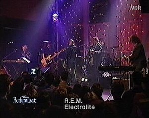 "Electrolite - R.E.M. performing ""Electrolite"" at the 1998 Rockpalast festival. Left to right: Mike Mills, Ken Stringfellow, Michael Stipe, Peter Buck, Joey Waronker, Scott McCaughey."