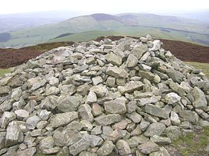 Foel Fenlli - Image: Stone cairn at the summit of Foel Fenlii