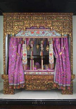 Peranakan Museum - Peranakan Museum's central piece of display, the Peranakan Wedding Bed. Mrs. Quah gave birth to the first seven of her 11 children on this very bed.
