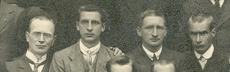 """Thomas Hunter (Irish politician) - Subset from """"Group portrait of released 1916 prisoners outside Mansion House, Dawson Street, Dublin"""", showing Eoin MacNeill, Éamon de Valera, Thomas Hunter and Piaras Béaslaí."""