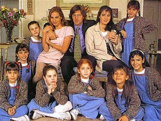 Chiquititas - Season One cast, in 1995: Natalia Lobo, Gabriel Corrado, Romina Yan and the chiquititas.
