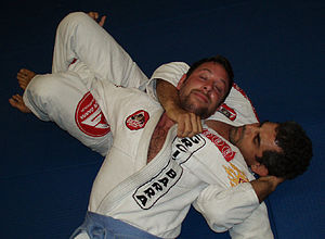 Crucifix position - A choke from the crucifix being demonstrated by Eduardo de Lima
