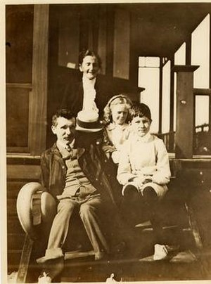 Murdoch family - Prof. Walter Murdoch (left) and family at Point Lonsdale, Victoria, in 1910. His wife, Violet (née Hughston) is upper centre. Their daughter, Catherine – as Catherine King a prominent broadcaster – is centre right and son William (Will) Murdoch is on the right.