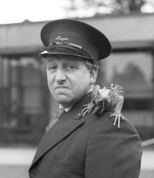 Johnny Morris (1916-1999).png